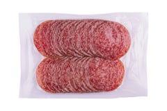 Упаковка сосисок салями изолированная на белизне Стоковое Изображение