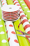 Упаковочная бумага и тесемка рождества стоковое изображение rf