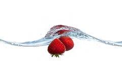 упаденная вода клубники выплеска Стоковая Фотография RF