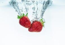 упаденная свежая вода клубники выплеска Стоковое Фото