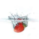 упаденная свежая вода клубники Стоковое фото RF