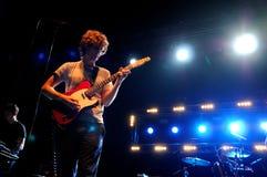 Упоение (indie рок-группа основанная в Нью-Йорке) выполняет на клубе Razzmatazz Стоковые Фотографии RF