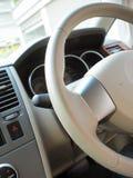 управление рулем автомобиля стоковое фото rf