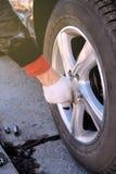 управляйте вывинчивает и извлекает колесо снаружи стоковое фото