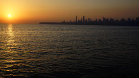управляйте заходом солнца mumbai Индии морским Стоковое Фото