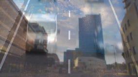 Управлять автомобилей на дороге города видеоматериал