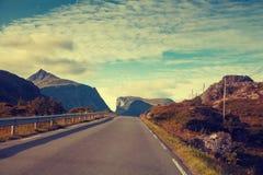 Управлять автомобилем на дороге горы Стоковые Фото