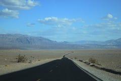 Управлять в западной пустыне стоковые фотографии rf