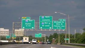 Управлять на скоростном шоссе к Луисвилл Кентукки или Сент-Луис - ЧИКАГО СОЕДИНЕННЫЕ ШТАТЫ - 11-ОЕ ИЮНЯ 2019 сток-видео