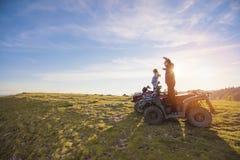Управлять пар внедорожный с велосипедом квада или ATV Стоковая Фотография