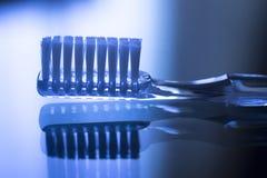 Управление металлической пластинкы гигиены зубной щетки зубоврачебное Стоковое фото RF