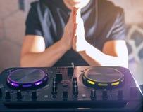 Управление смесителя консоли turntable DJ Стоковые Фото