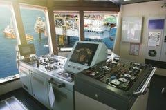 управление управления рулем в корабле топливозаправщика Стоковое Фото