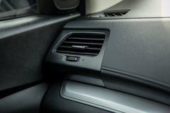 Управления колеса автомобиля внутренние и автомобиль воздуха Стоковое Фото