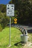 Управляйте на левом знаке Стоковые Фото
