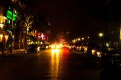 Управляйте сценой на светах ночи, Miami Beach, Флоридой. Стоковое Изображение RF