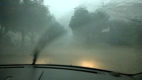 Управлять в тяжелый идти дождь акции видеоматериалы
