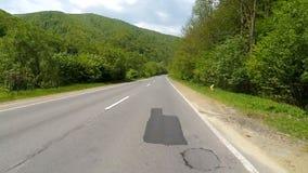 Управлять на шоссе в горах сток-видео