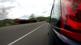 Управлять на шоссе в горах акции видеоматериалы