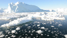 Управлять через лед в ледовитых водах сток-видео