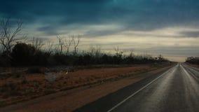 Управлять Nullabor на шоссе в австралийском захолустье Стоковое Фото