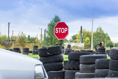 Управляя школа, тренировка водителя, дорога старых автошин Стоковое Фото
