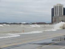 Ураган Sandy причиняет Lake Michigan поднять вне своего берега Стоковое фото RF