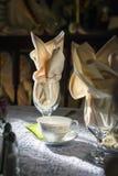 Урегулирование места чаепития для таблиц приема по случаю бракосочетания Стоковая Фотография RF