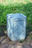 Урна для избирательных бюллетеней отброса в парке Стоковое фото RF