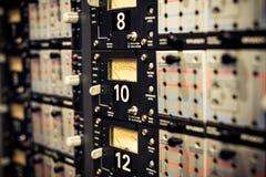 Уровни метра Vu на оборудовании профессиональной винтажной палубы звуковом стоковые фотографии rf
