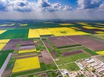 Урожай fields вид с воздуха сверху стоковая фотография