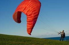 Уроки курса параглайдинга для новых beginners на парке Стоковое фото RF