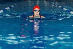 Урок заплывания в бассейне Стоковые Фото