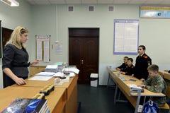 Урок физики в корпусе кадетов полиции Стоковая Фотография