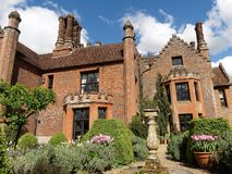 Усадьба Chenies, ранг Tudor я перечислил здание, в весеннем времени стоковое изображение rf