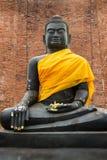 Усаженный каменный Будда на Wat Thammikarat в Ayutthaya, Таиланде Стоковая Фотография