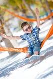 усаживание гамака мальчика счастливое Стоковое Изображение RF