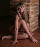 усаживание девушки пола красотки Стоковое Изображение RF