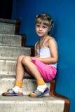 усаживание девушки стоковая фотография rf
