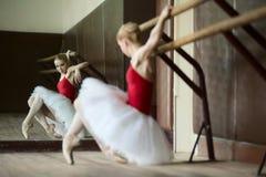 Усаживание девушки балерины Стоковое Изображение RF