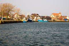 усаживание девушки рыболовства шлюпки гаван Стоковая Фотография RF