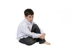 усаживание мальчика задумчивое Стоковое фото RF
