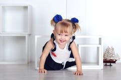 Усаживание маленькой девочки Стоковое фото RF