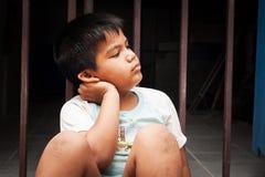 Усаживание мальчика унылое одно Стоковая Фотография