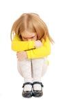 Усаживание немногого унылое и расстроенное ребенка Стоковая Фотография