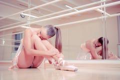 усаживание пола балерины красивейшее Стоковые Фото