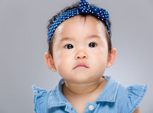 усаживание портрета s внапуска девушки отца младенца стоковое изображение