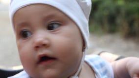 усаживание портрета s внапуска девушки отца младенца видеоматериал