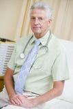 усаживание стационара доктора кровати Стоковое Фото
