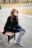 усаживание фото девушки стенда Стоковые Изображения RF